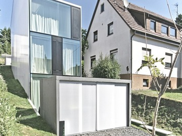 Узкий прозрачный дом от Finckh Architekten